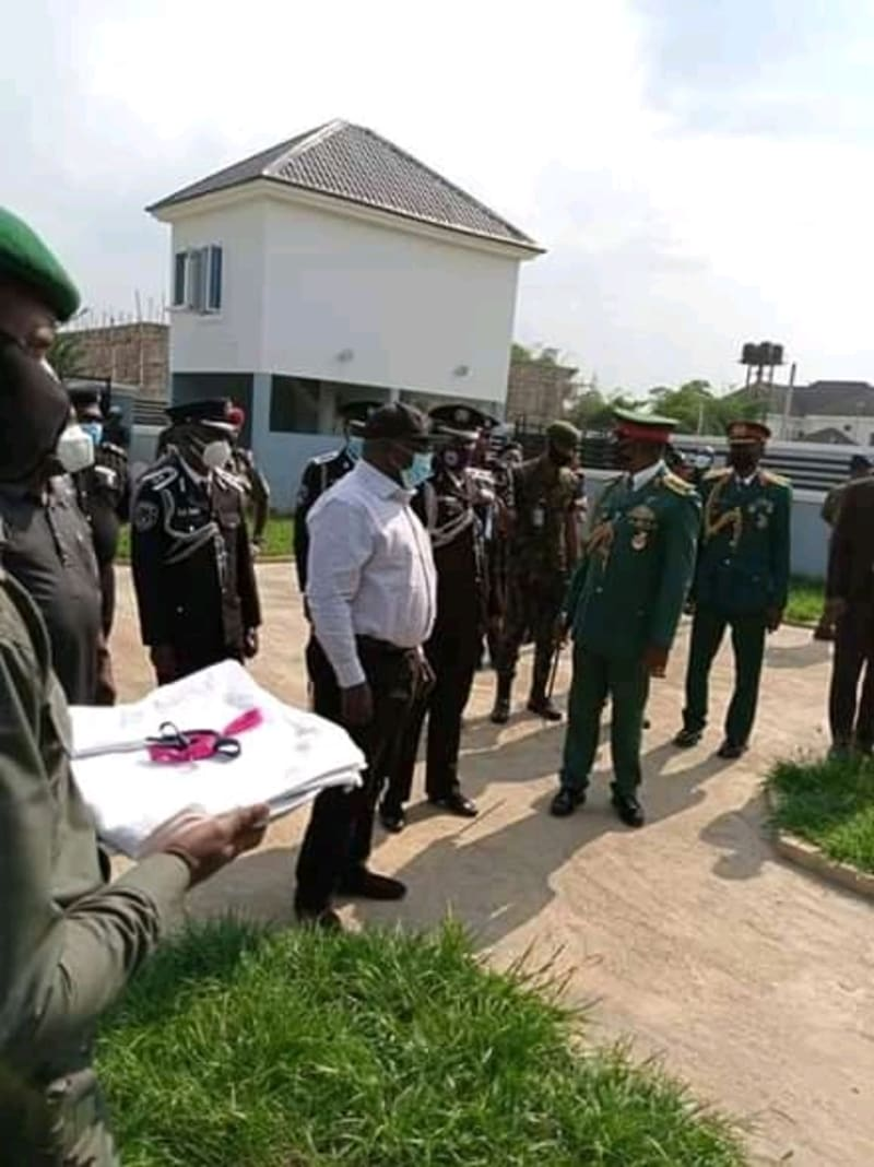 Ikpeazu Presents 2 New Houses As Official Quarters To Security Chiefs