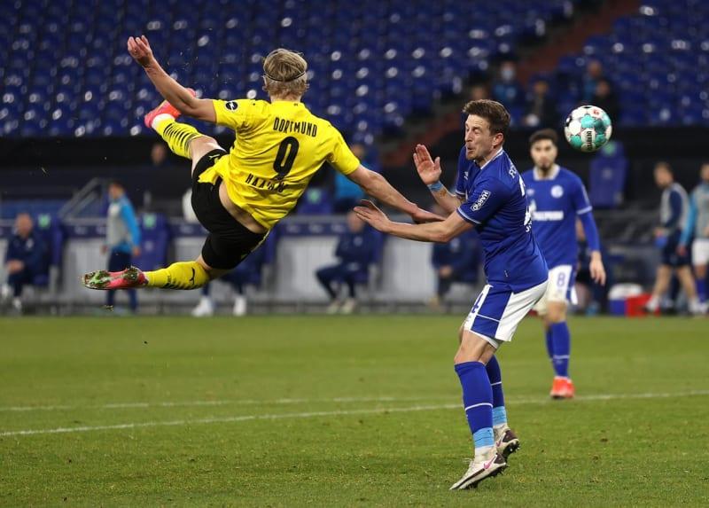 Absolute Beauty: Fans React To Haaland's Shock Bicycle Goal Vs Schalke (Video)