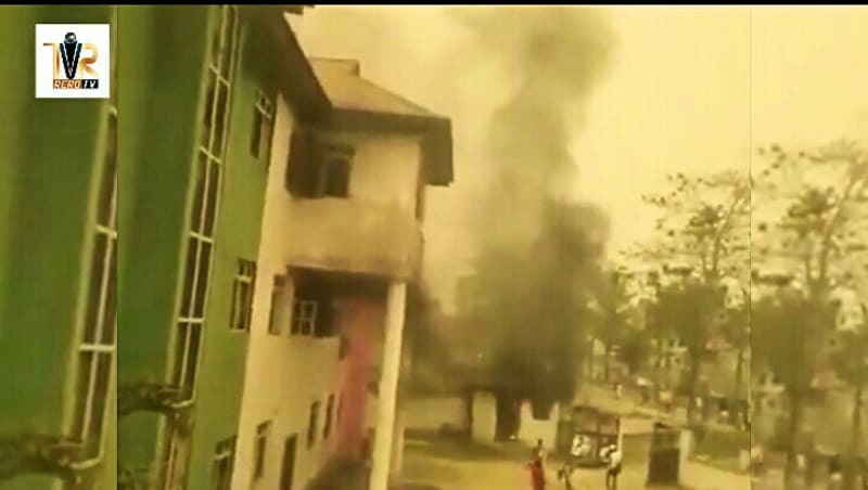 PDP Secretariat In Bayelsa Set On Fire By APC Supporters (Video)