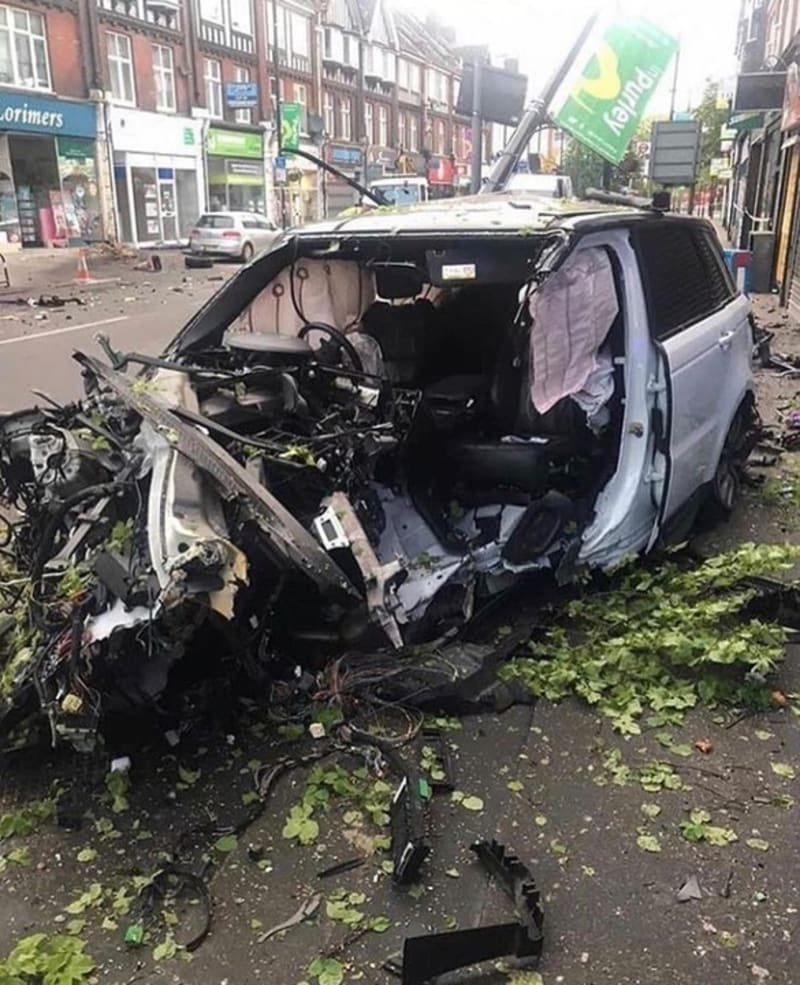 Final Condition Of A Range Rover Evogue After Crashing Into A Tree