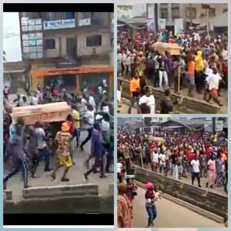 """EndSARS: Edo Protesters Carry Coffin & Chant """"Buhari Must Go"""" (Video)"""