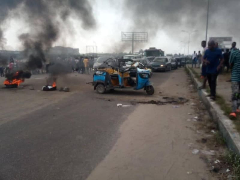 Police Kill Mother And Child In Warri While Chasing Yahoo Boys (Graphic)
