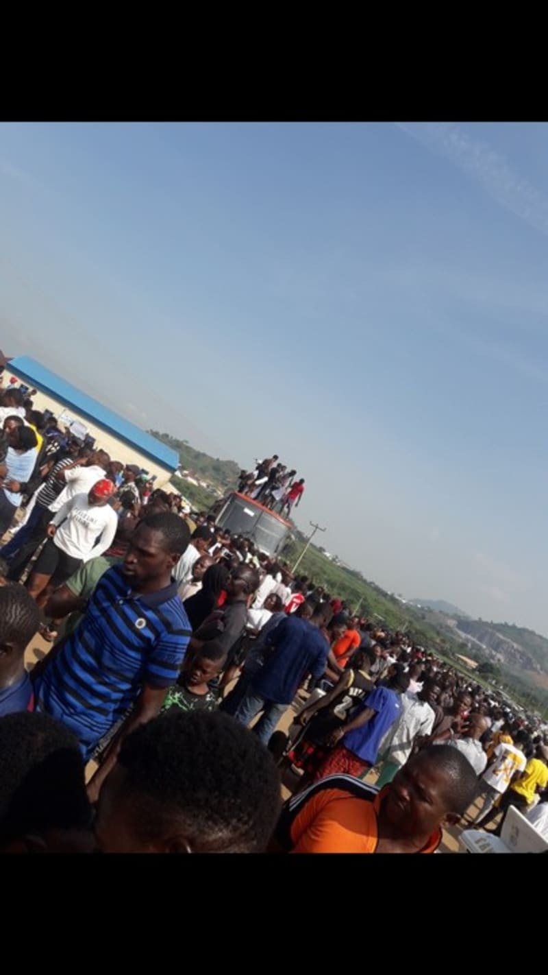 EndSARS: Protesters Use Buses To Block Roads Leading To Bwari In Abuja