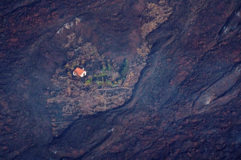 La Palma: 'World's Luckiest House' Miraculously Stands Alone (Video)
