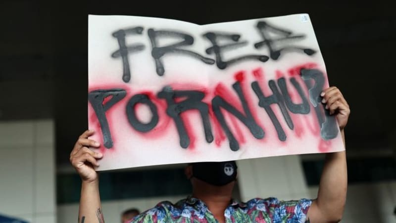 Protests In Thailand Over The Ban Of Pornhub & 190 Other Adult Websites (Photos)
