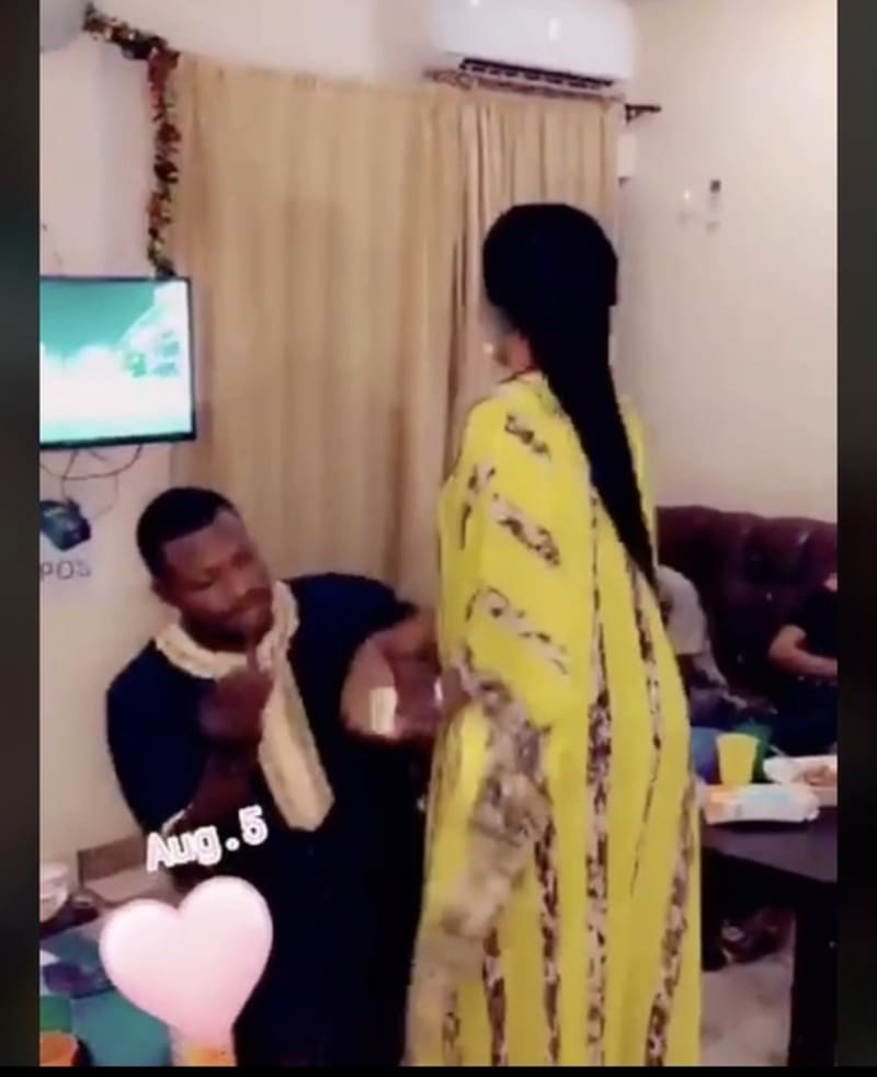 Man Tries To Force A Ring On His Girlfriend's Finger As She Rejects His Proposal