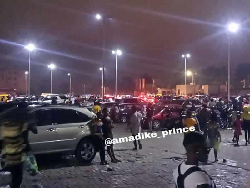 Onitsha Mall Crowded On Christmas Day Evening