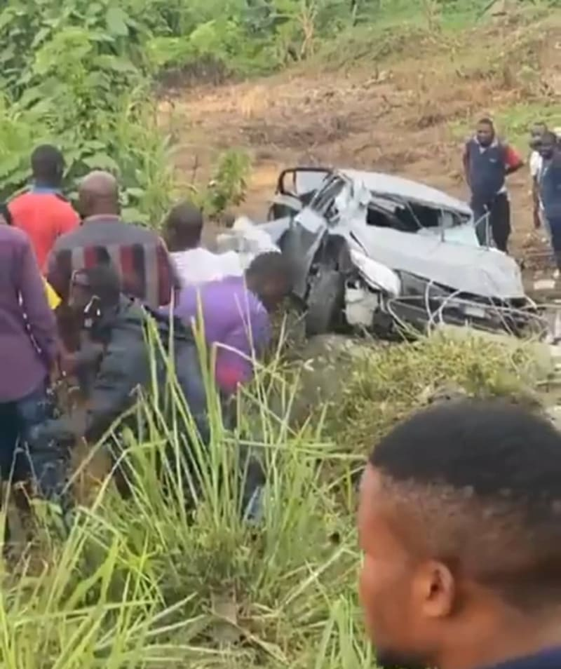 Protest In Osogbo As SARS Officers Chase 3 Suspected Yahoo Boys To Death