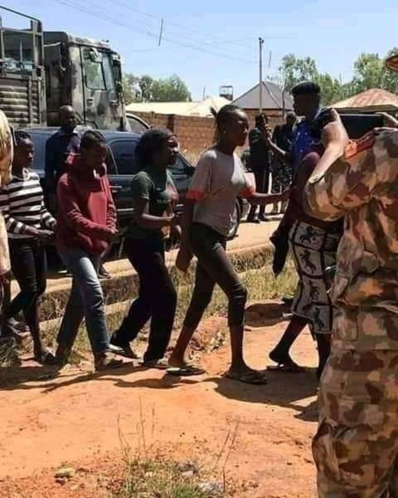 Twitter User Claims Women Arrested In Oyigbo By The Army Were Raped, Tortured