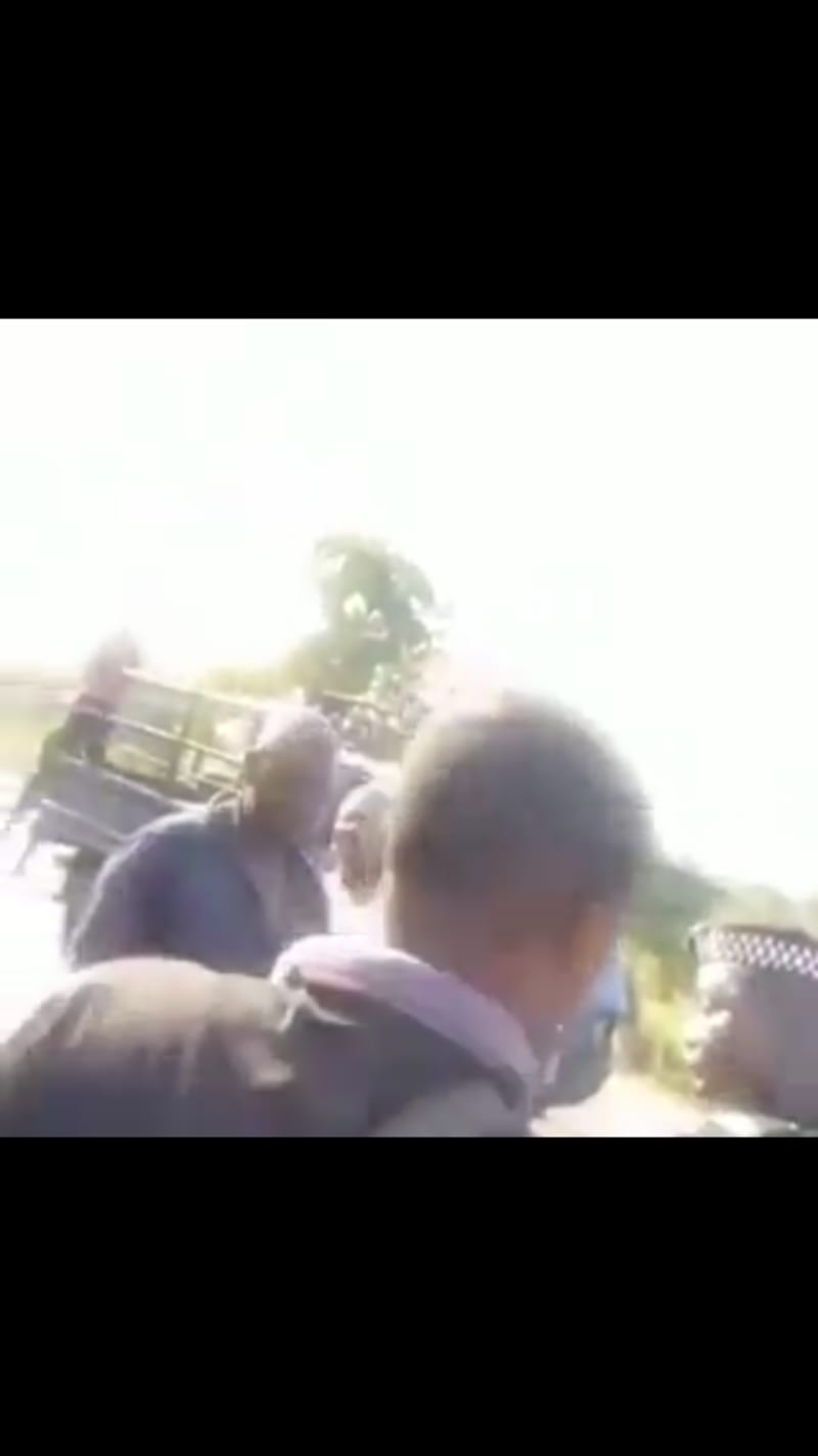 Policeman Seen With POS, Asking A Passenger To Bring His ATM Card (video)