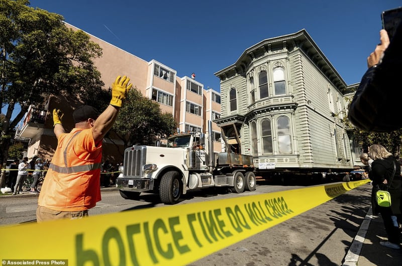139-Year-Old House Transported On Truck To A New Location In US