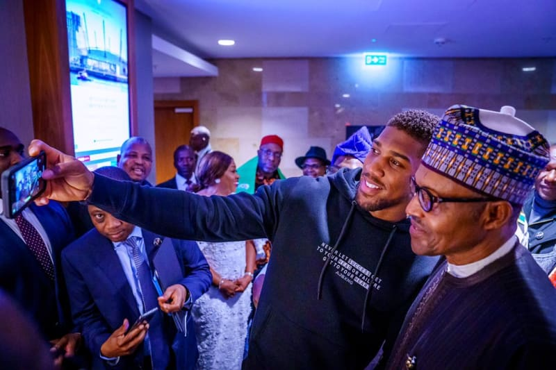 Anthony Joshua Prostrates To Greet President Buhari In London (Photos)