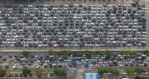 thousands of vehicles stuck in traffic in china