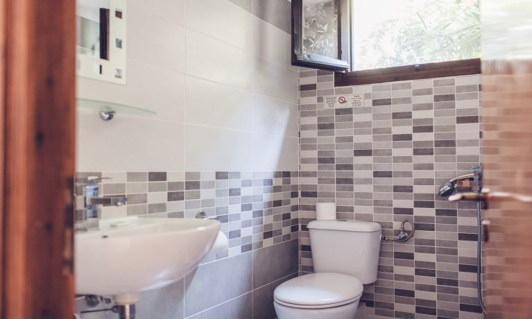 nice shot from a renovated bathroom