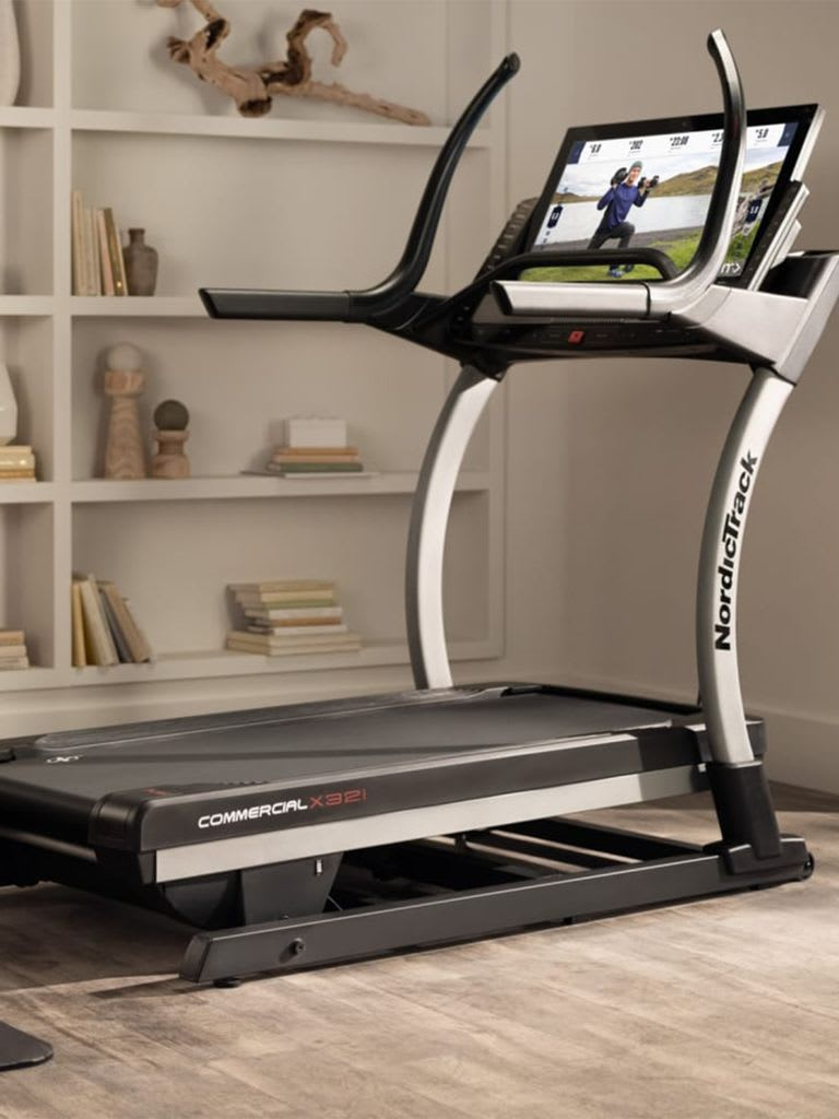 Commercial X32i Incline Trainer, 32 Inch HD, IFIT