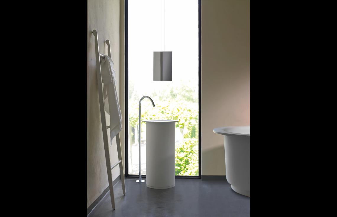 Lavabo A Colonna Design lavabo a colonna, senza foro per rubinetto, predisposto per