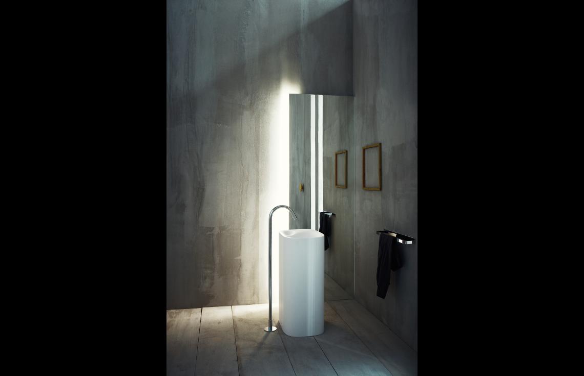 Lavabo A Colonna Design lavabo a colonna predisposto per scarico a pavimento - agape