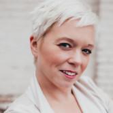 Photo of Laura Olinger