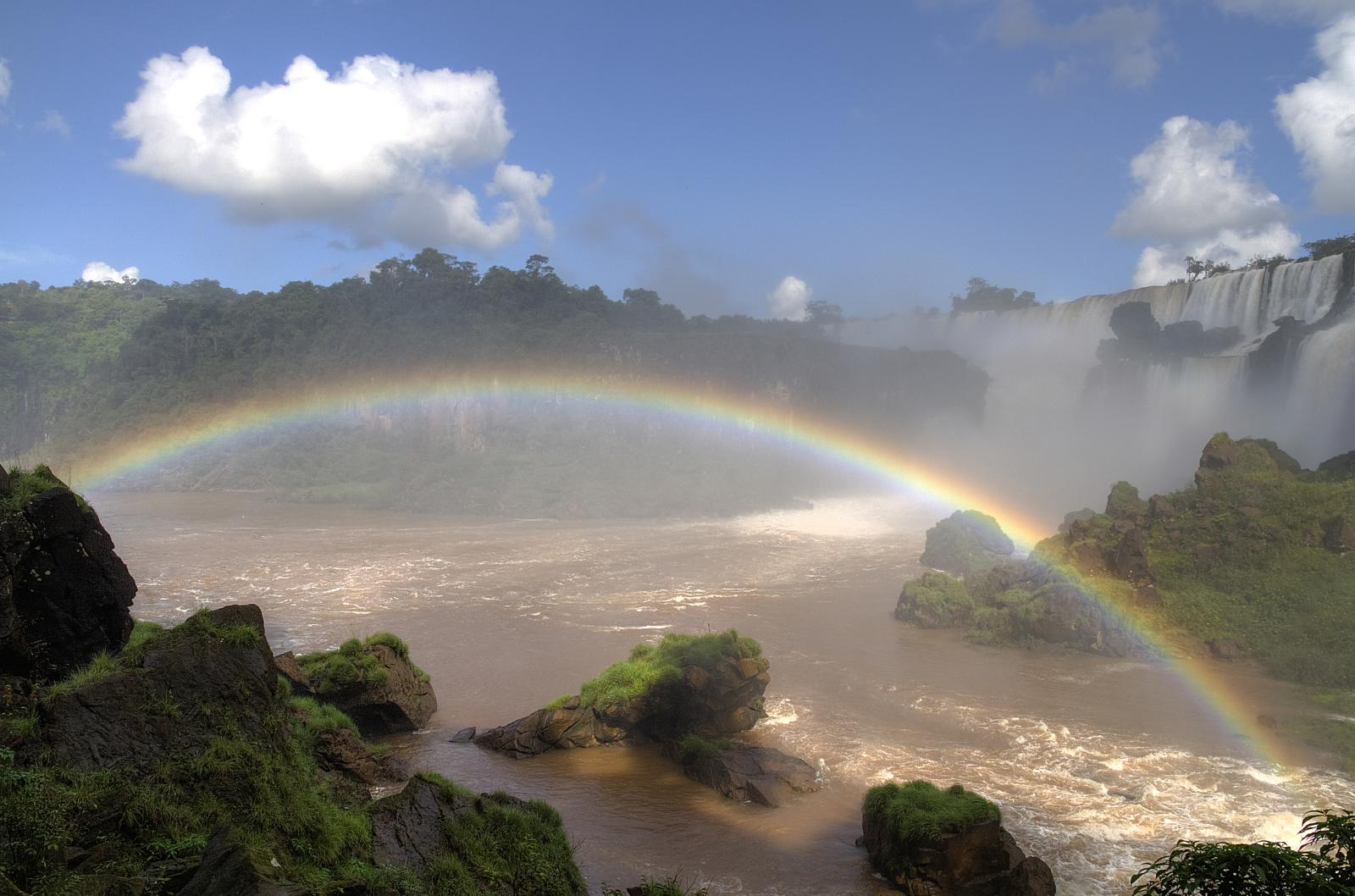 cataratas y arcoiris