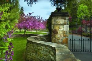 Champlain StoneSouth Bay Quartzite Driveway Pillar
