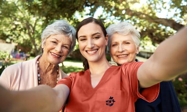 Photo de femme Age d'Or en selfie avec femmes âgées