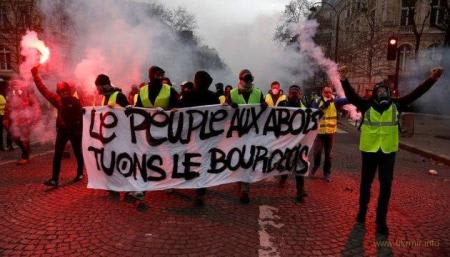МВД Франции (DGSI) задержало в Марселе шесть человек подозреваемых в организации и финансовом сопровождении массовых беспорядков во Франции в октябре-декабре 2018 года.