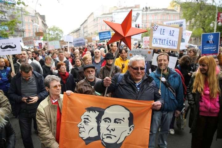 Венгры протестуют против политики премьер-министра Виктора Орбана в Будапеште, 2018