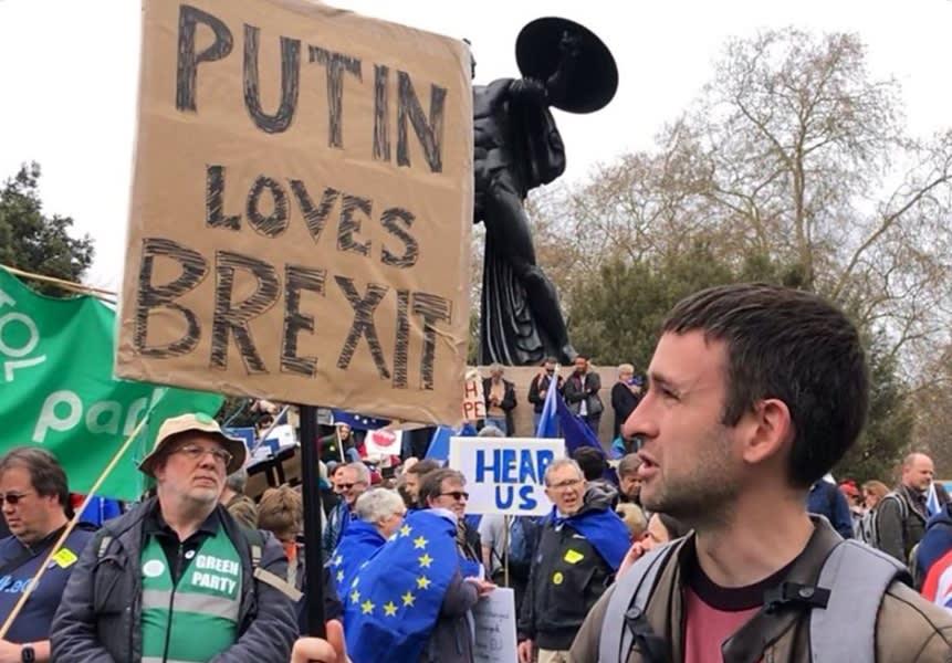 Власти Британии затягивают публикацию досье о вмешательстве России в референдум по Brexit