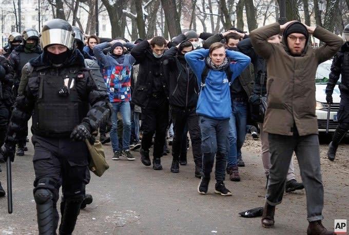 """Не верю! Отношение к """"оппозиции"""" и протестам в России"""
