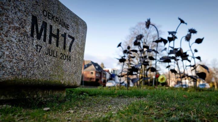 Прокуратура Нидерландов по делу о сбитом над Донбассом в 2014 году самолет MH17 представил запись новых телефонных разговоров, подтверждающих, что лайнер сбит установкой  Бук