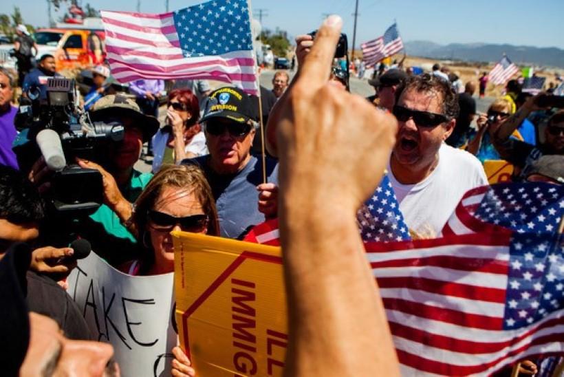 Россию обвинили в организации антимигрантских митингов в США