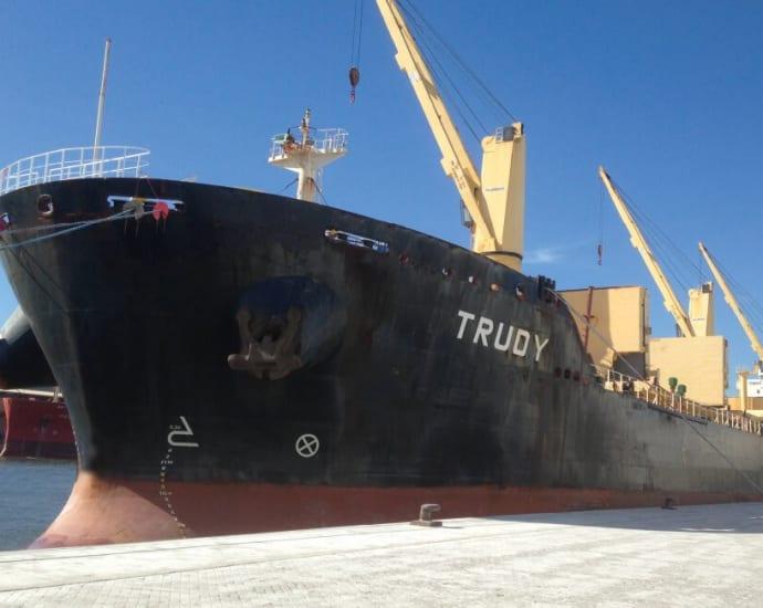 В Дюнкерке вооруженные люди захватили заменяющий экипаж «судна с тонной кокаина»