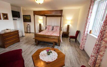 Chambre spacieuse et lumineuse au décor romantique
