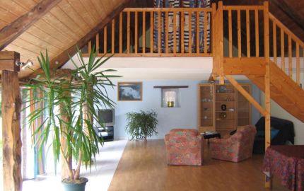 un loft , ancienne etable ,entre amis ou famille avec spa privatif
