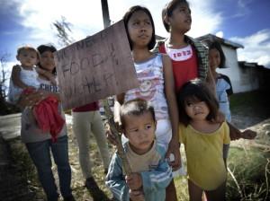 HJELP OFRENE PÅ FILIPPINENE I DAG