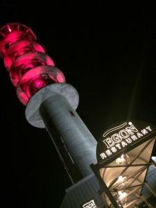 Egon Tårnet støtter rosa sløyfe