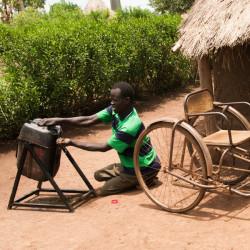 Auta vammaisia lapsia ja nuoria