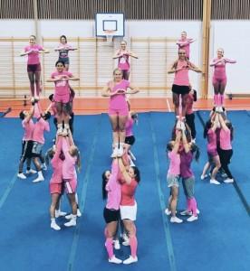 BI Athletics Cheerleading Midas mot brystkreft!