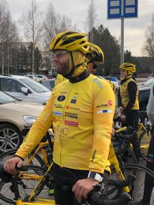 Pekka Pyöräilee Pariisiin - Pienten Puolesta