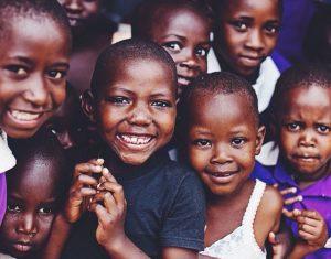 Vi på Esa Pruikkonen stödjer Rädda barnens arbete