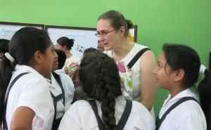 Tuetaan tyttöjen koulunkäyntiä kehitysmaissa!