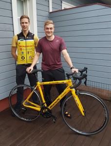 Tuomo ja Matti pyörällä Pariisiin #pientenpuolesta