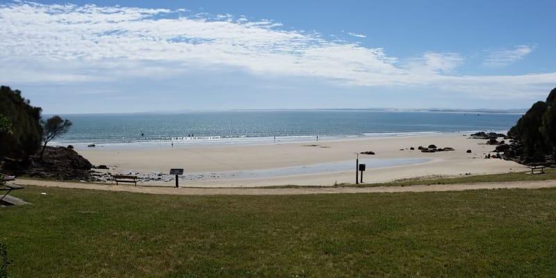 Croquet Lawn Beach - Aircamp