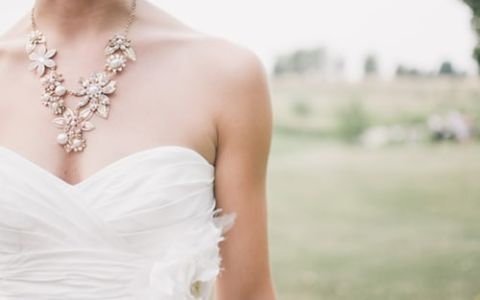 What jewelry to wear with wedding dress