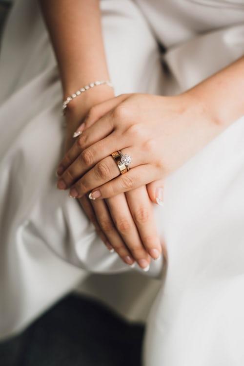 What jewelry to wear with wedding dress