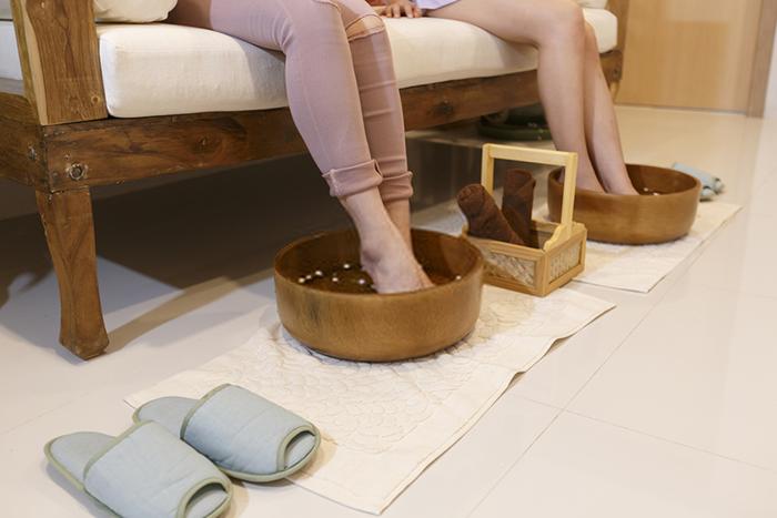 how to heal deep cracked heels