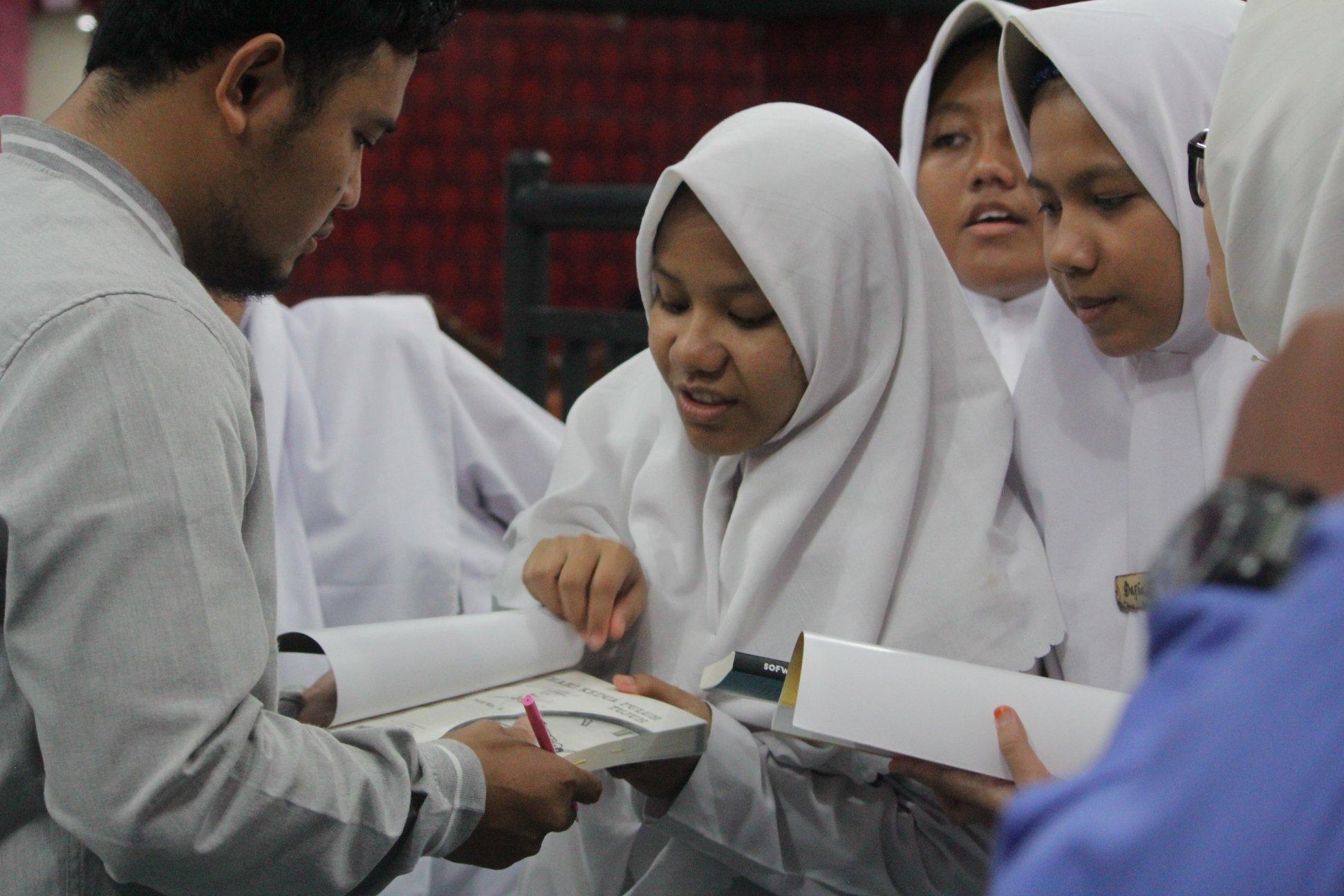 Bincang Karya dan Peluncuran Buku Hari Kedua Puluh Tujuh