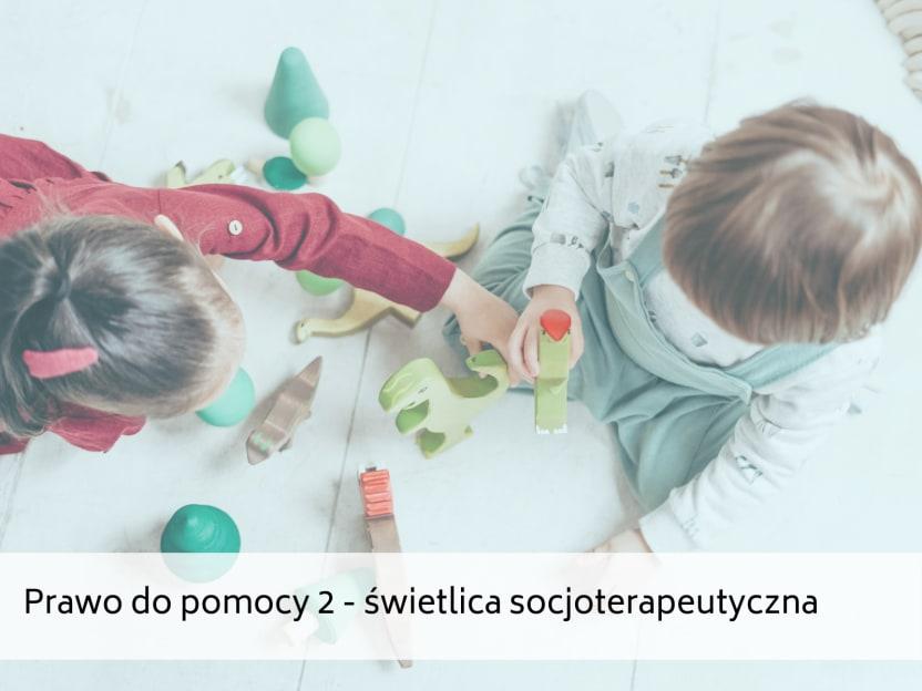 Na zdjęciu jest dwójka małych dzieci bawiących się klockami, widocznych z góry, oraz napis: Prawo do pomocy 2 - świetlica socjoterapeutyczna.