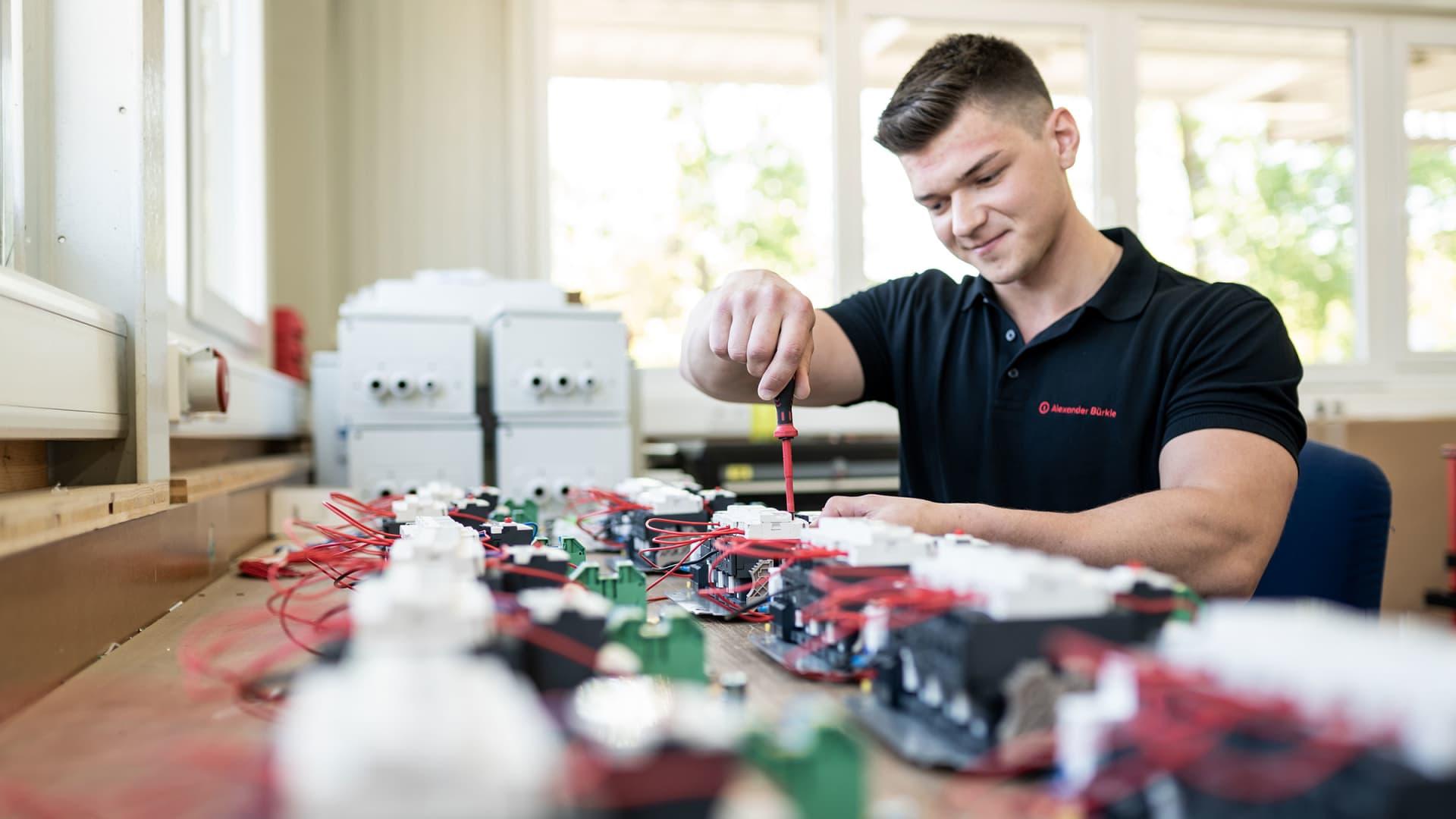 Elektromechanische Baugruppen - Alexander Bürkle Panel Solutions
