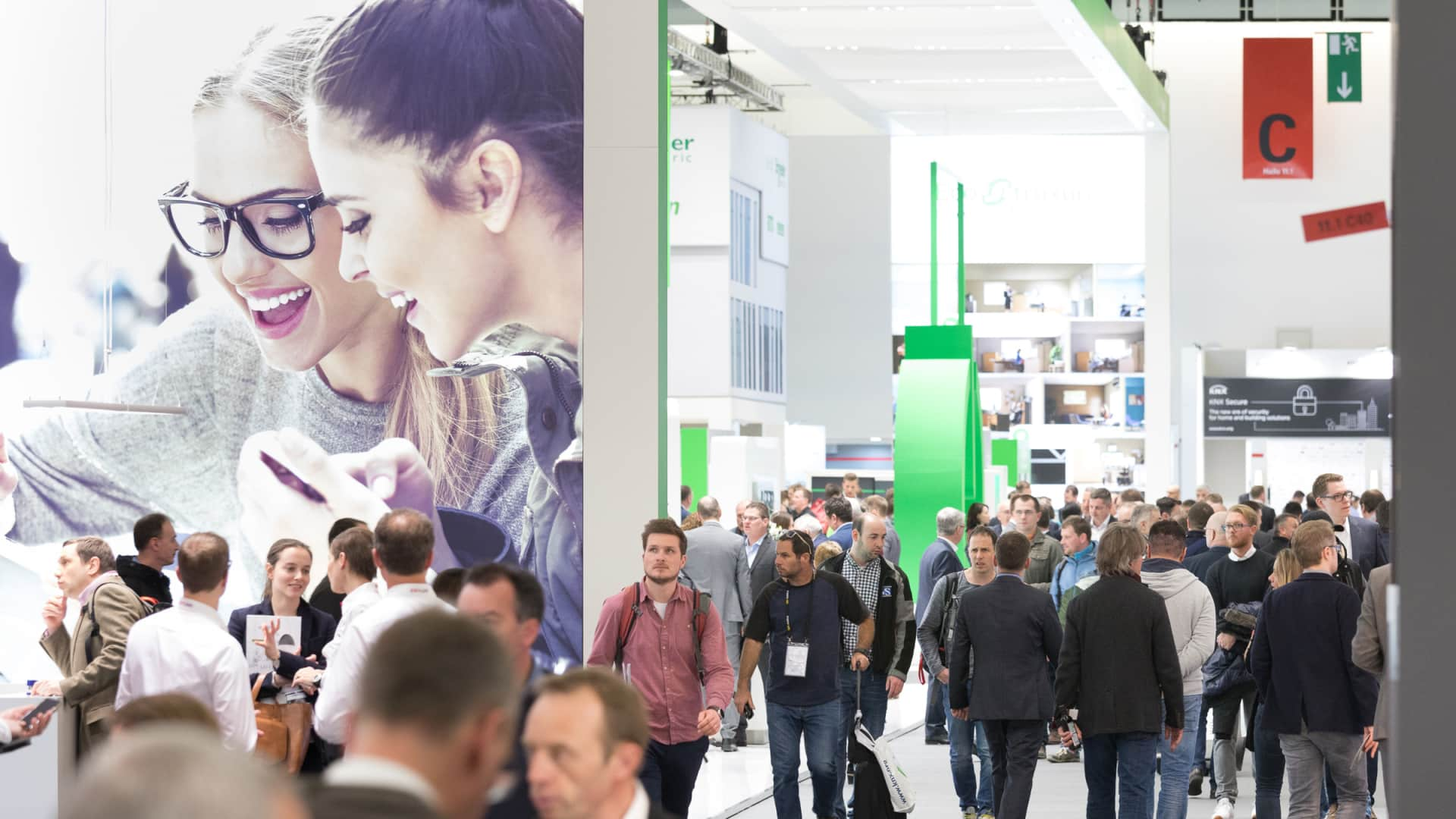 Messebesucher auf der light+building 2018